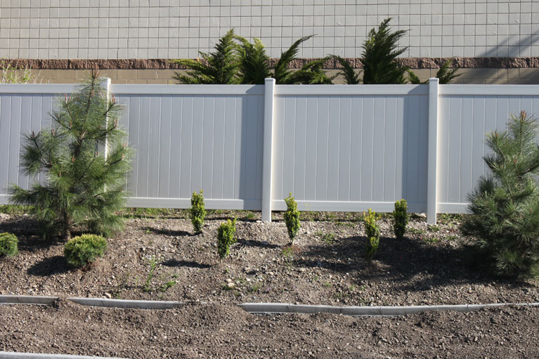 Vinyl Fencing - Palm Springs Apartments